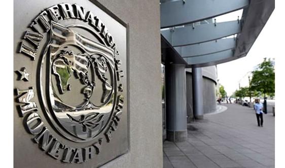 IMF hạ dự báo tăng trưởng kinh tế thế giới, cảnh báo nguy cơ nợ công tăng cao