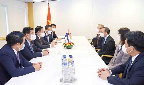 Chủ tịch Quốc hội Vương Đình Huệ tiếp một số doanh nghiệp quốc tế